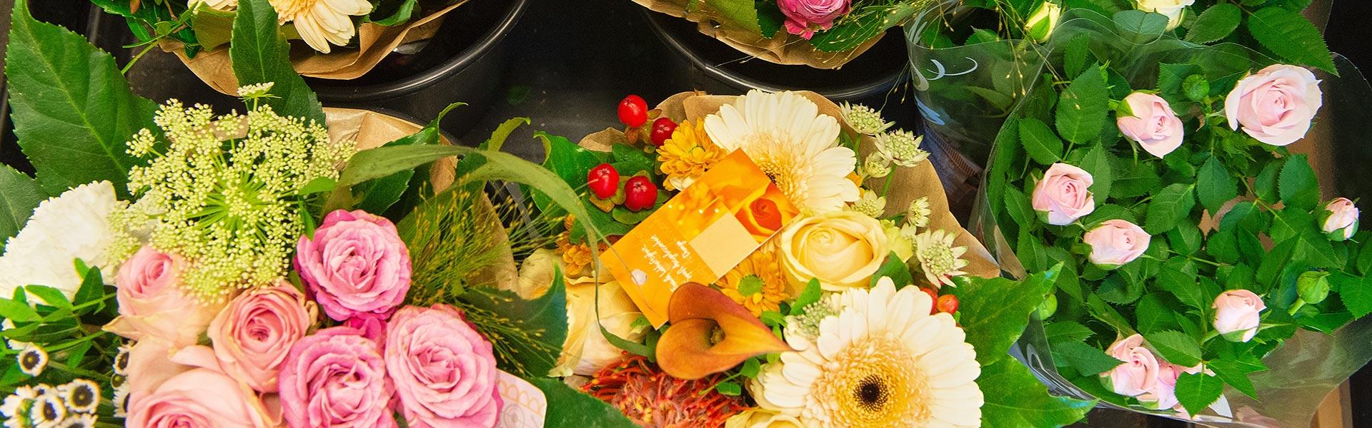 Blumensträuße in Ihrem REWE Schirra
